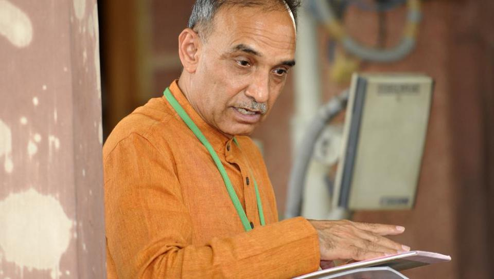 BJPleader Satyapal Singh said HRDministry is not planning to remove Darwin's evolution theory from syllabus.