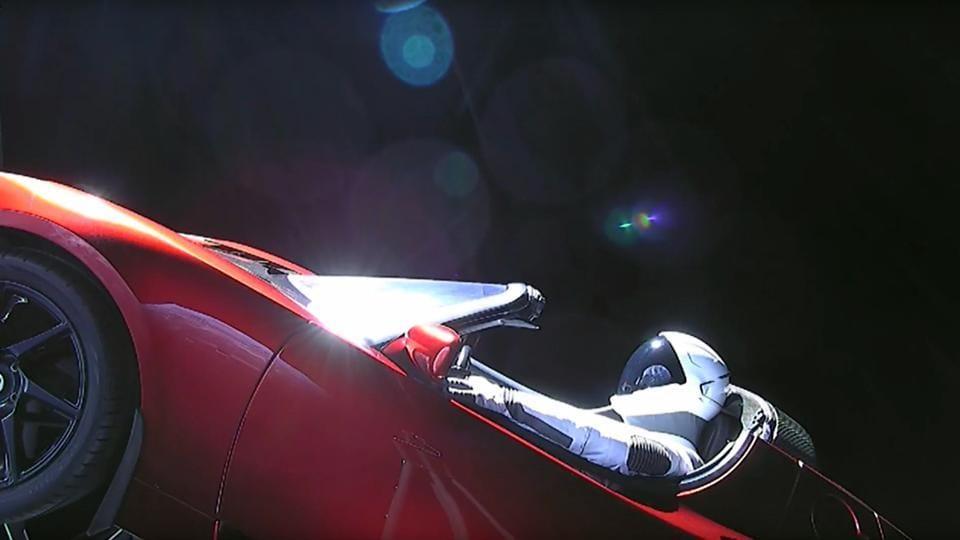 elon musk s car on falcon heavy now flying toward asteroid belt beyond mars world news. Black Bedroom Furniture Sets. Home Design Ideas