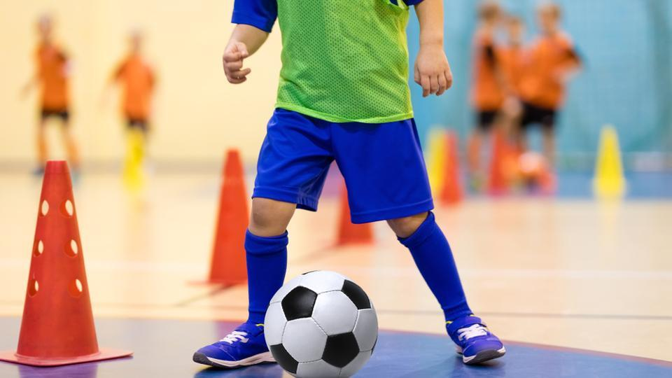 According to the researchers, eight to ten-year-old school children develop stronger bones, increased muscular strength and improved balance when ball games or circuit training are on the timetable.