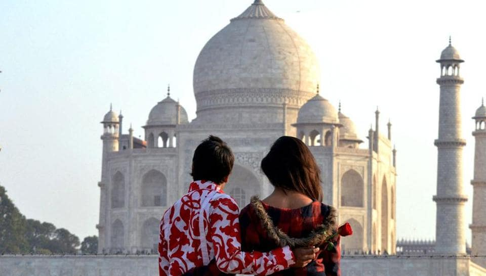 Valentine's Day is just around the corner. Once again, we will be witness to a new generation of Indians 'proposing' to their chosen ones with red roses (Representative Photo)