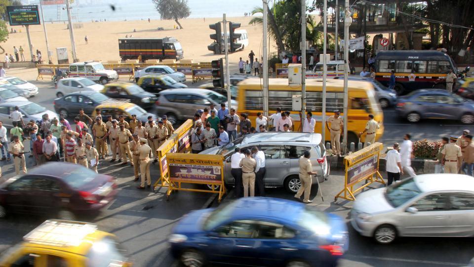 Police officials stop Mumbai Congress chief Sanjay Nirupam's car at Girgaum Chowpatty on Thursday.