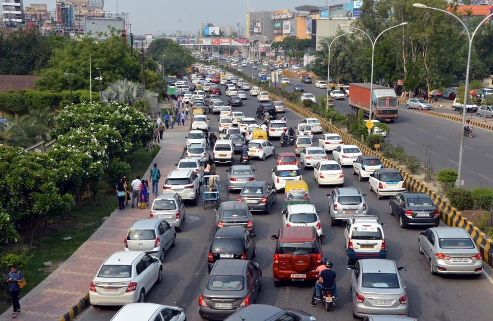 The traffic situation goes from bad to worse on weekends when the number of visitors to the mall increases.