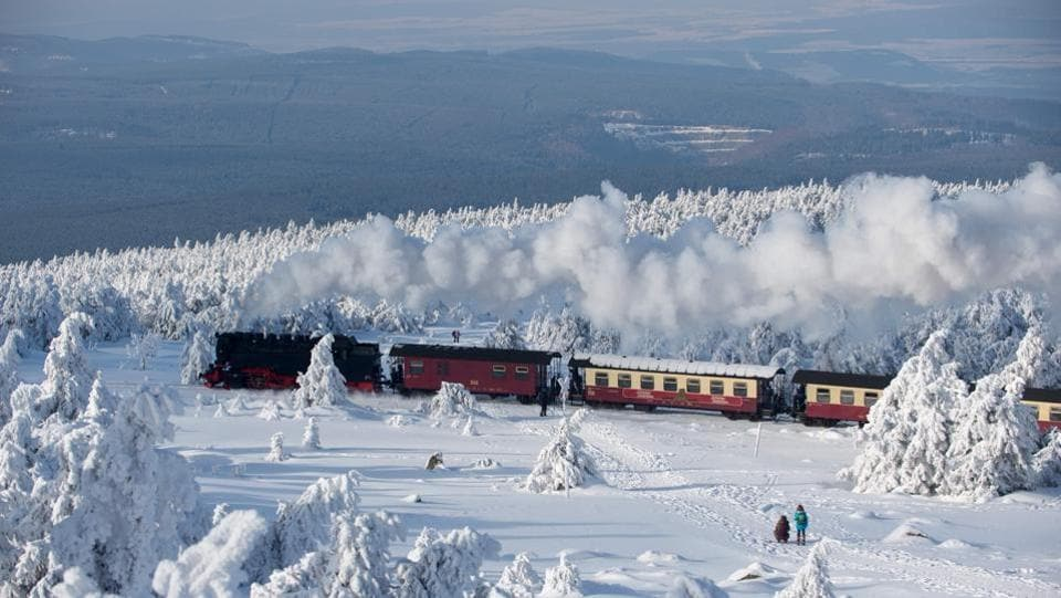 A train of the Harzer Schmalspurbahn (Harz narrow gauge train) makes its way through the snowy landscape at the Brocken mountain near Schierke in the Harz region, central Germany on February 6, 2018. (Klaus-Dietmar Gabbert / dpa / AFP)