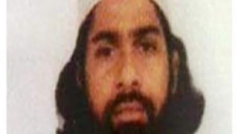 Salahuddin Salehin criticises IS and is a supporter of Al Qaeda.