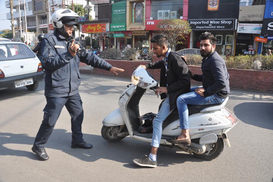 City patrolling unit personnel check traffic violations in Dehradun.