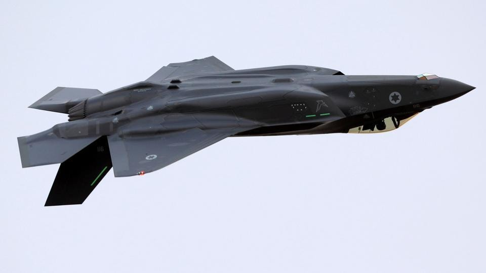 An Israeli Air Force F-35 fighter jet flies during an aerial demonstration at a graduation ceremony for Israeli Air Force pilots at the Hatzerim air base in southern Israel, December 27, 2017.
