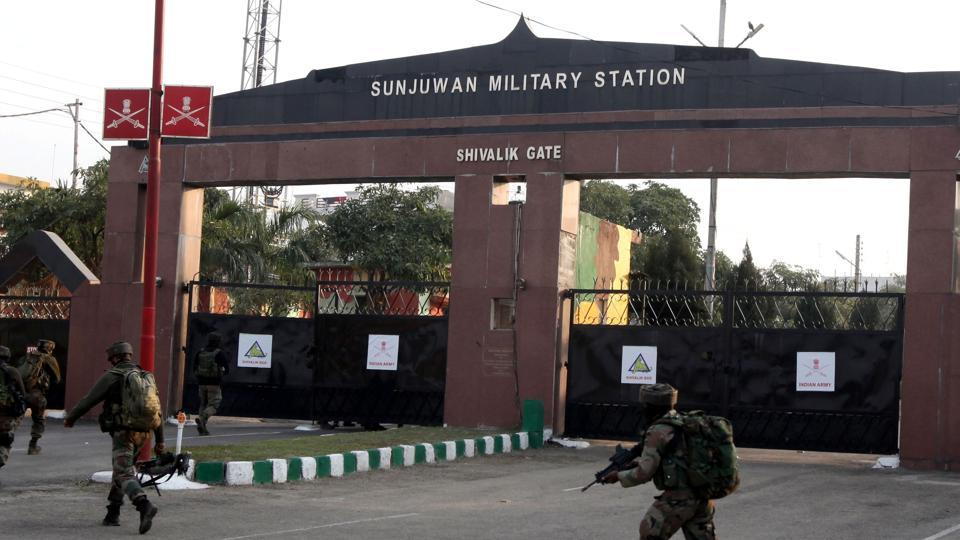 Soldiers enter the Sunjuwan army base in Jammu on February 10, 2018, following an attack by militants.