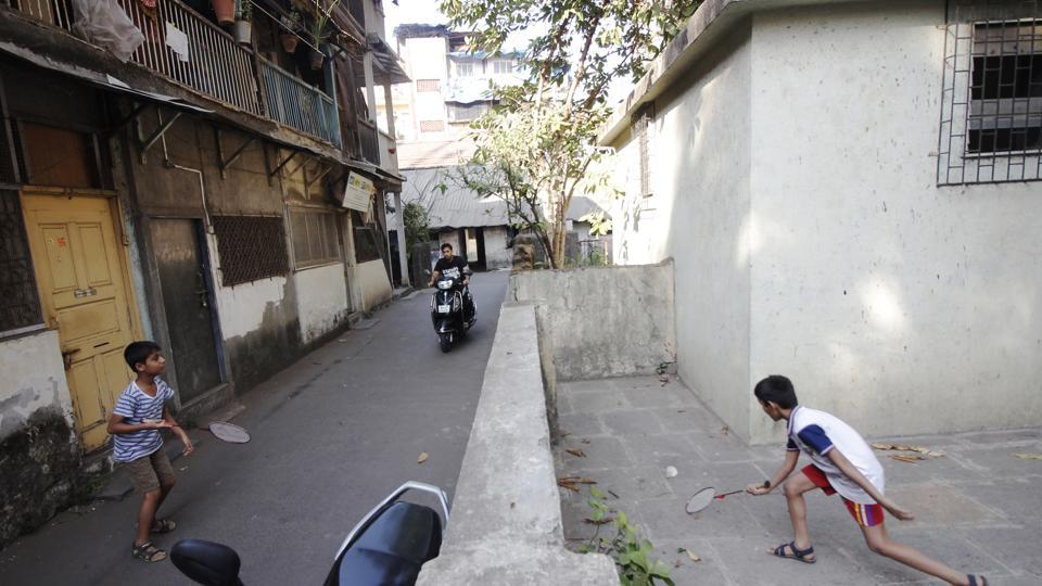 In Dadar, kids play badminton in a narrow street while vehicles also pass through the lane, which makes playtime risky. Against the World Health Organization's recommended minimum of 9 sq metres per person and a developed world standard of 20 sq metres for open spaces, Mumbai has 0.88 sq metres, and Bengaluru only 6.4. (Hemanshi Kamani / HT Photo)
