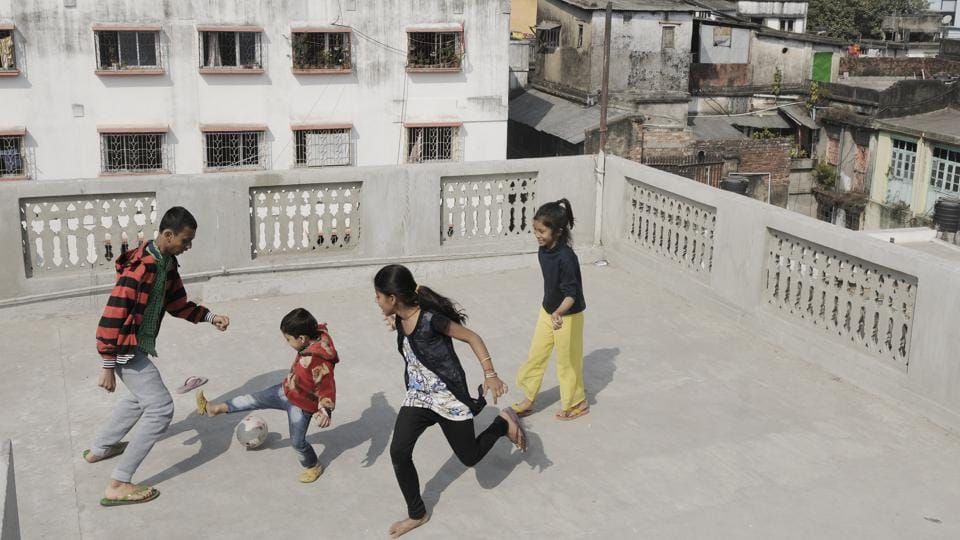 Kolkata has lost open spaces to development as well. Here, a group of children play football on a terrace. Playgrounds are now used as dumping grounds for garbage, maidans are encroached upon by slums and built-up public spaces like clubs and gymkhanas are accessible only by few. (Samir Jana / HT Photo)
