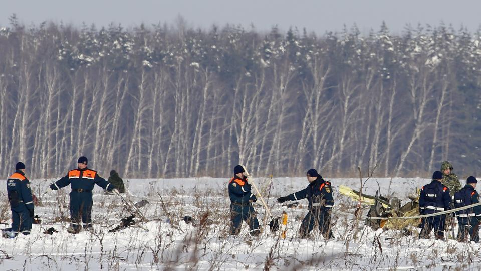 Personnel work the scene of a AN-148 plane crash in Stepanovskoye village, about 40 kilometers from the Domodedovo airport, Russia on February 12, 2018. A Russian passenger plane en route Orsk and carrying 71 people crashed near Moscow, killing everyone aboard shortly after take-off. (Alexander Zemlichenko / AP)