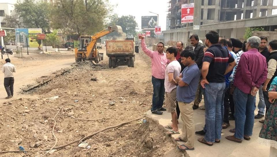 A team of citizen activists will monitor the road construction and its quality.