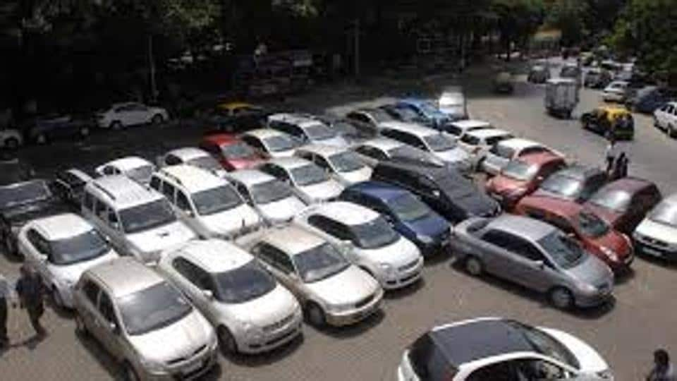 Under the residential parking scheme, the citizens are allowed to park on roads outside their housing societies from 8pm to 8am after six months' payment.