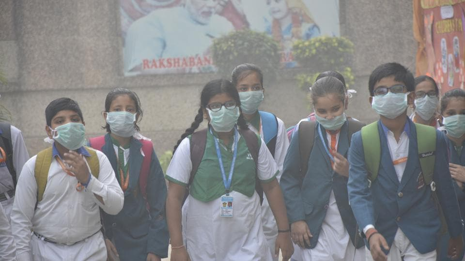 Students on way to their school wearing face masks due to high pollution in Ghaziabad in November, 2017.