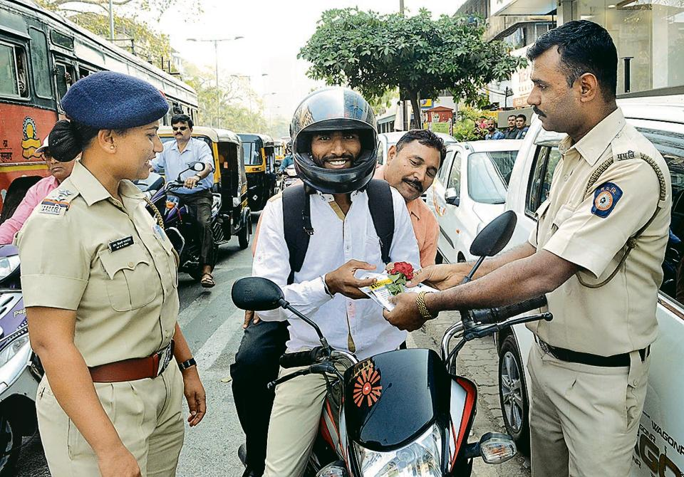 The Kalyan RTOhad organised a drive on Valentine's Day, wherein it felicitated riders wearing helmets.