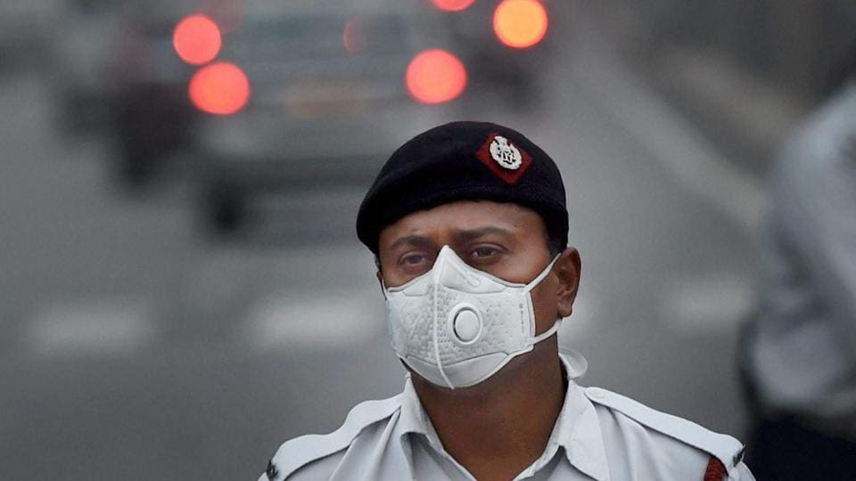 A traffic policeman wears a face mask to protect himself from air pollution, in New Delhi.
