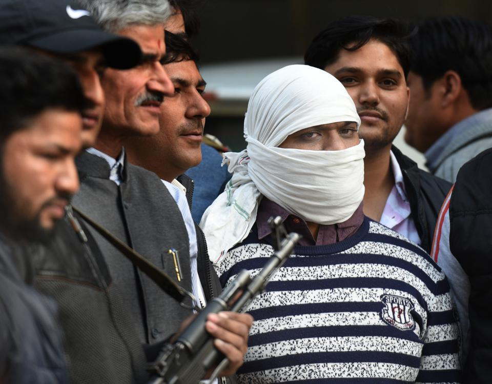 """The Delhi Police Special Cell arrested a suspected Indian Mujahideen terrorist who had been on the run since the 2008 Batla House encounter on Wednesday. """"The Delhi Police Special Team arrested Ariz Khan alias Junaid, who was involved in many bombing incidents including the 2008 Delhi serial blasts,"""" said Pramod Singh Kushwaha, DCP Special Cell Delhi Police. (Arvind Yadav / HT Photo)"""