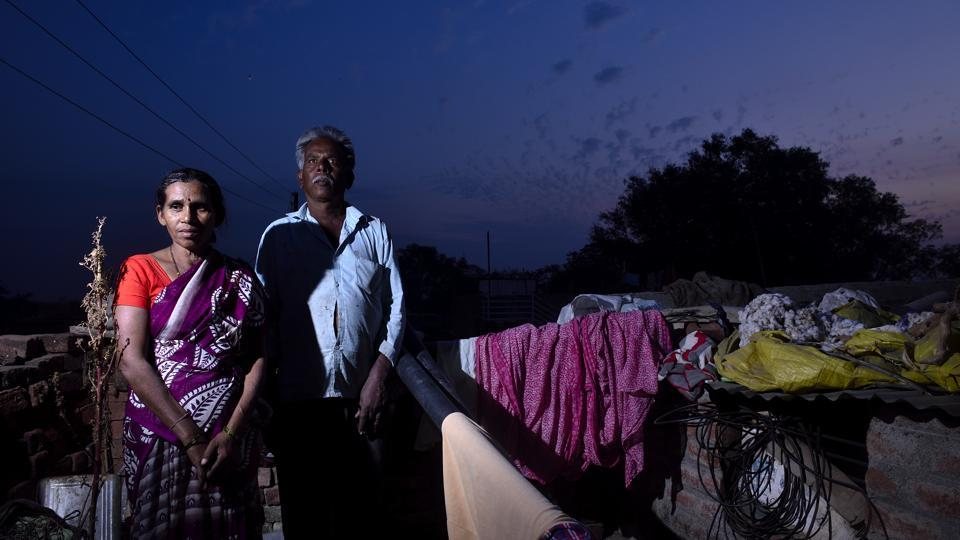 In Shendurjana Bazar village, Bhaskar (R) and Devku Asode have also been grieving their daughters – Madhuri, 24, and Swati, 21 – lost to suicide between October 2017 and January 2018. The family blames their struggle to survive with depleted farm income as the main reason behind the suicides. Madhuri's case was not found eligible for compensation but they hope her sister's case will be as she used to keep the family's farm accounts. (Anshuman Poyrekar / HT Photo)