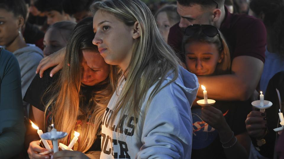 Florida community holds massive vigil to honor victims of Parkland school shooting