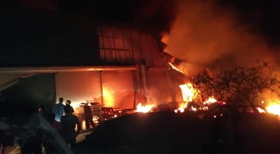 mumbai news,mumbai fire,fire in godowns