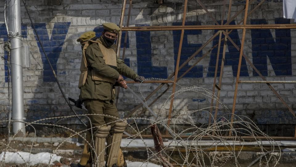 Shutdown paralyses life in Srinagar