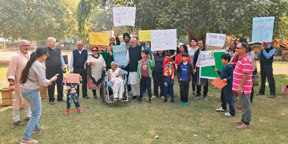sushant lok park protest,ansal developer protest,save park in sushant lok