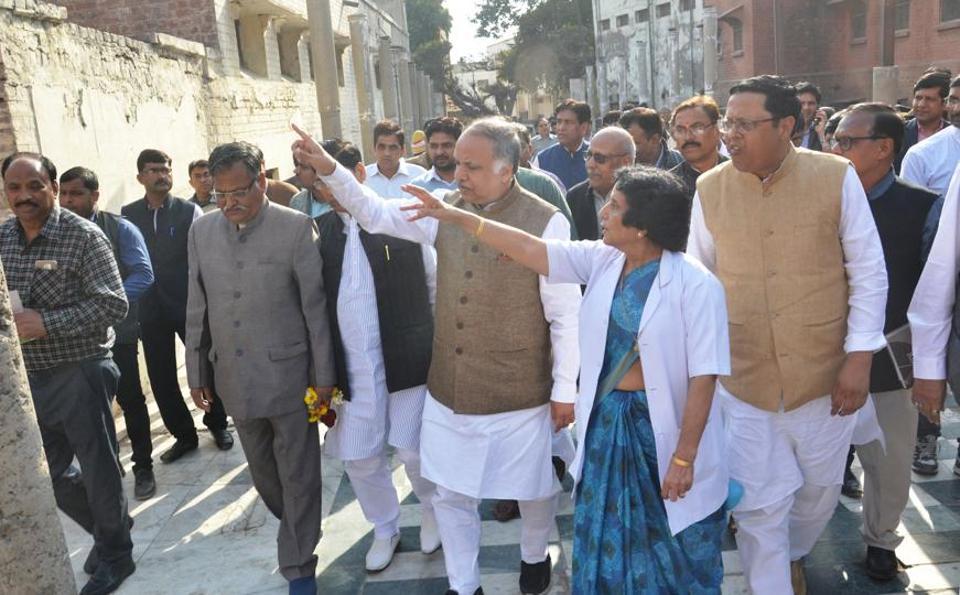 Union Minster,Yogi Adityanath,SN Medical College