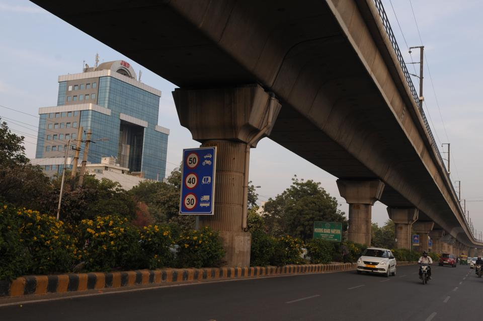 To make commuters aware of the no-speeding zone, the traffic police has also installed speed signage at several corners of the stretch.