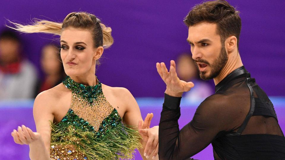 Gabriella Papadakis suffers wardrobe slip up at 2018 Winter Olympics, ends red-faced