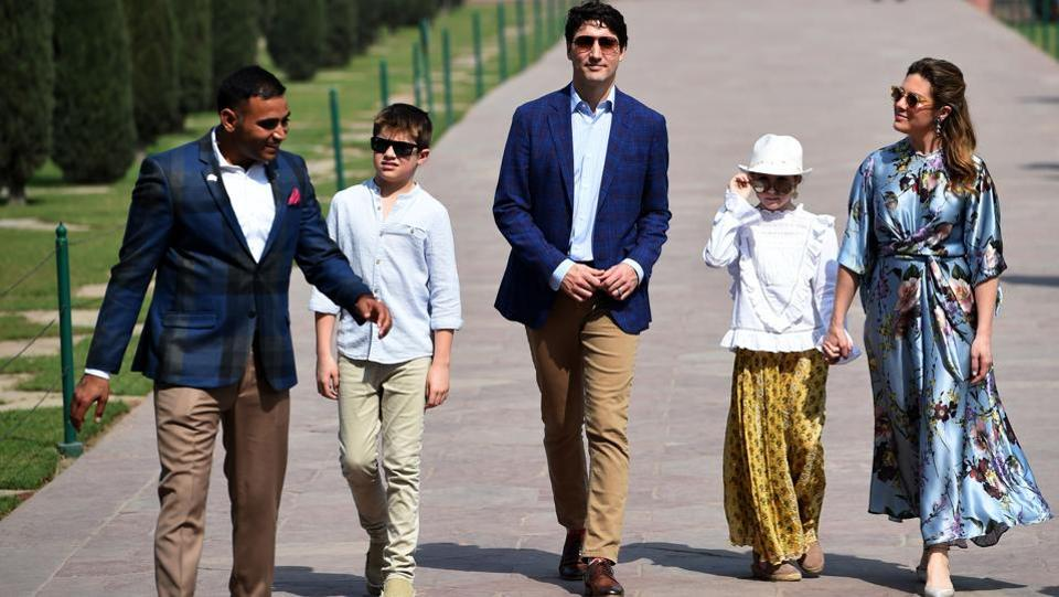 Justin Trudeau (3L), his wife Gregoire Trudeau and their children walk during their visit to the Taj Mahal. Trudeau will also participate in several business roundtables to promote further trade and investment between Canada and India. (Money Sharma / AFP)