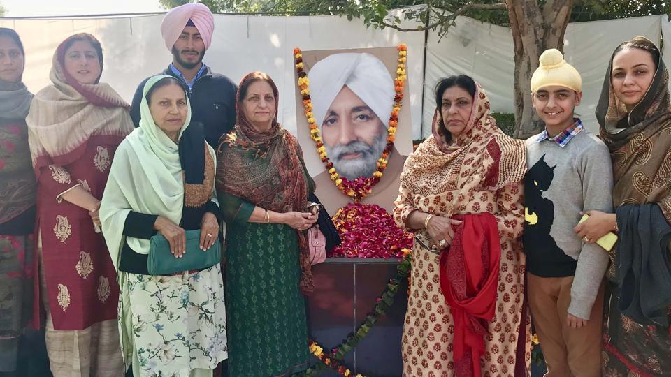 Family members and relatives of former Punjab CM late Beant Singh paying tributes to him on his 96th birth anniversary at his memorial in Sector 42, Chandigarh, on Monday.
