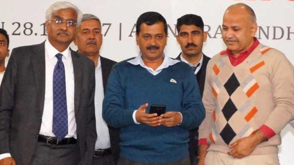 Delhi chief secretary Anshu Prakash with chief minister Arvind Kejriwal and deputy chief minister Manish Sisodia.
