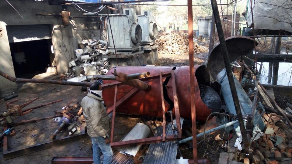Three killed,11 injured,ammonia gas cylinder exploded