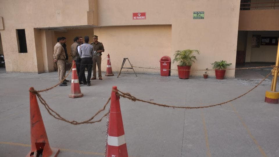ghaziabad high-rise,minor dies,indirapuram