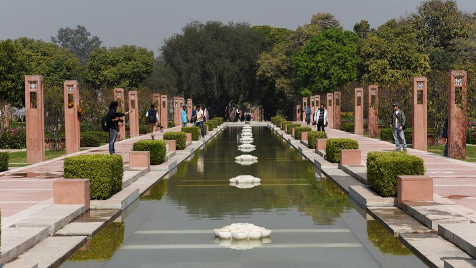 The garden is inspired by the Mughal tradition, employing lotus-shaped marble fountains and water flows amid geometric flower beds and raised sandstone pathways. The lake at the northern edge of the central axis will be a refuge for Delhi's citizens with walks, seating and pavilions along the edge. (Vipin Kumar / HT Photo)