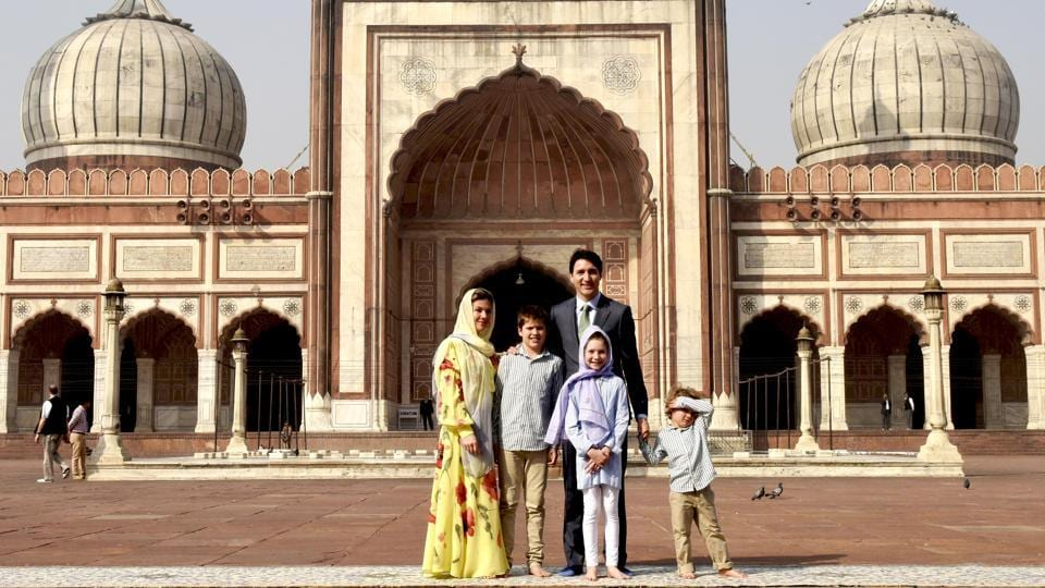 Canadian Prime Minister Justin Trudeau, his wife Sophie Gregoire along with their daughter Ella Grace and sons Hadrien and Xavier pose for a photographs at Jama Masjid. (Vipin Kumar / HT Photo)