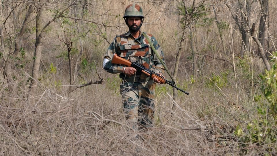 A soldier was injured on Thursday in an ongoing gunfight between militants and the security forces in Jammu and Kashmir's Bandipora district, police said. According to reports, the village youth have resorted to stone-pelting. (Nitin Kanotra / HT File)