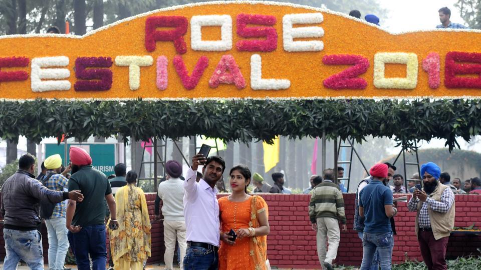 Preparation for Rose Festival-2018 underway at the famous Rose Garden in Chandigarh.  (Keshav Singh/HT)
