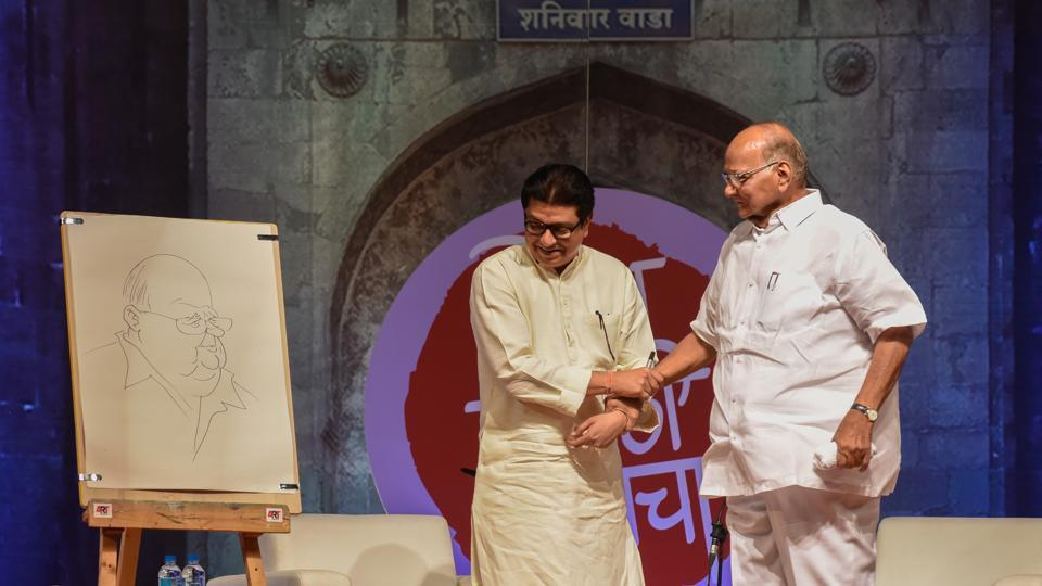 At the Shodh Marathi Manacha (15th Global Marathi Festival), Maharashtra Navnirman Sena (MNS) chief Raj Thackeray drew a caricature of, and interviewed Nationalist Congress Party (NCP) chief Sharad Pawar at Pawar's alma mater Brihan Maharashtra College of Commerce, Pune on  February 21. (Sanket Wankhade / HT Photo)