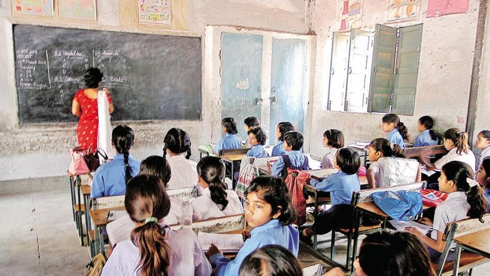 Alleging that the question insulted them, the teachers' union of primary schools has threatened to approach the Allahabad high court on the issue.