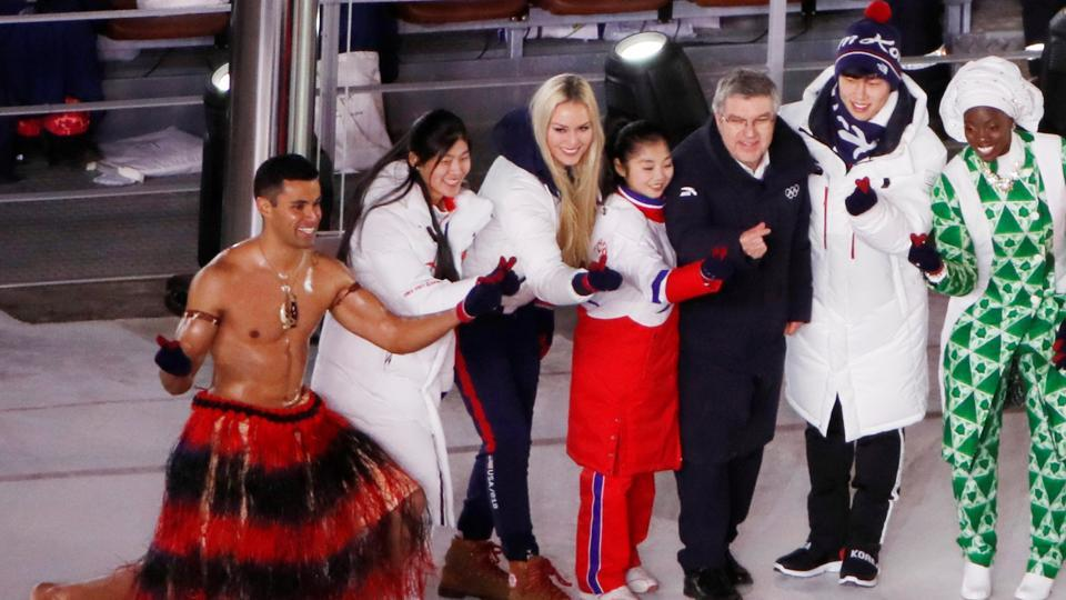 Lindsey Vonn, American Alpine ski racer, and President of the International Olympic Committee Thomas Bach pose with athletes from Tonga and Nigeria during the closing ceremony.  (REUTERS)
