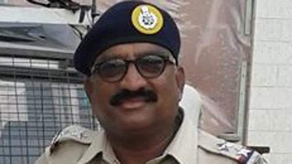 Mumbai,cop assaults,video goes viral