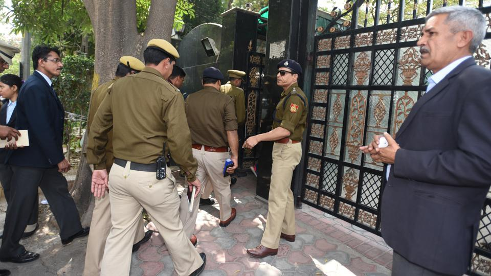 Additional DCP Harendra K Singh leads a team of the Delhi Police during a visit last week to chief minister Arvind Kejriwal's residence in connection with the alleged assault on chief secretary Anshu Prakash.