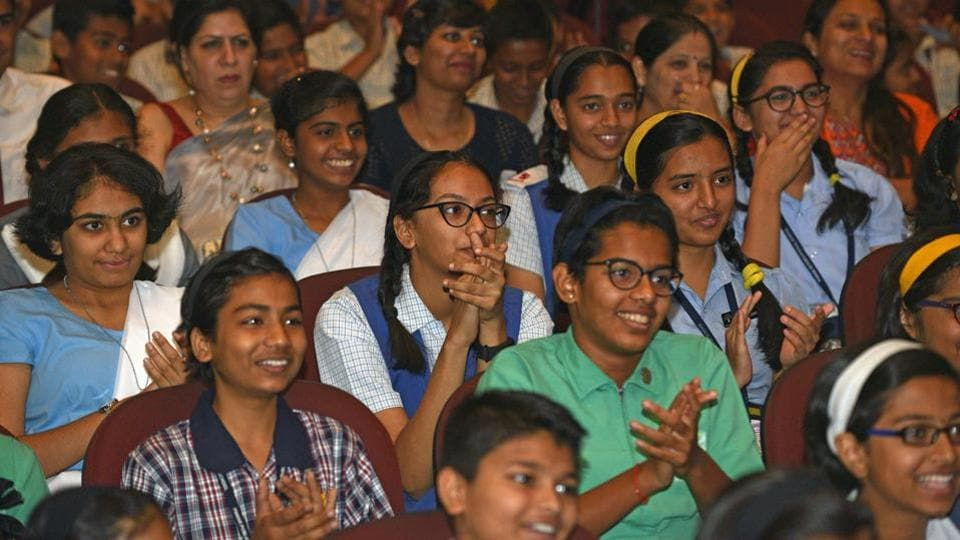 Students participate during the Hindustan Times Scholarship Programme 2017-18 at Jawaharlal Nehru Memorial Hall, Camp in Pune. (Pratham Gokhale/HT Photo)