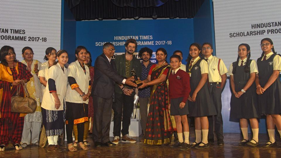 Sinhgad Group of Schools receive award for maximum participation during the Hindustan Times Scholarship Programme 2017-18 at Jawaharlal Nehru Memorial Hall, Camp in Pune. (Pratham Gokhale/HT Photo)