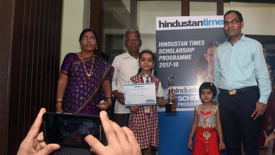One of the winners  with her parents get their picture clicked during the Hindustan Times Scholarship Programme 2017-18 at Jawaharlal Nehru Memorial Hall, Camp in Pune. (Pratham Gokhale/HT Photo)