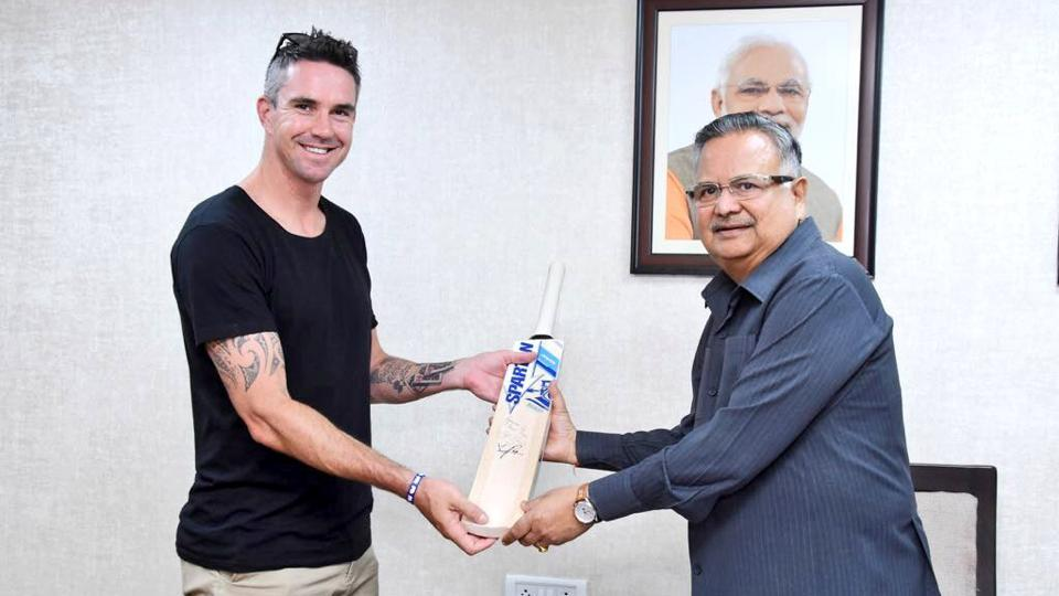 Kevin Pietersen met Chhattisgarh Chief Minister Raman Singh at his residence in Raipur as he visited the state to build awareness on the wild buffalo and 'hill myna' bird, two rare species which are on the verge of extinction.