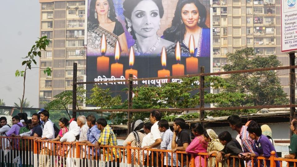 "Fans of Sridevi, with banners and flowers, have been standing in the queue at Celebration Sports Club since morning to pay their last respects to the departed star. While the gates for the general public opened after 10 am, fans from across the country started queuing up to pay their last respects to the ""Chandni"" star since 6 in the morning. (Prodip Guha  / HT Photo)"