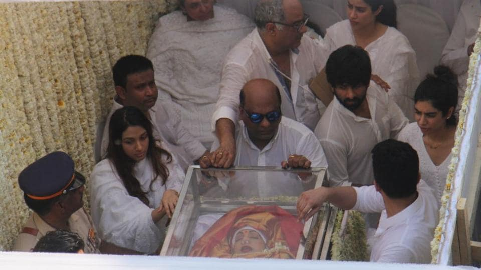 Sridevi's cremation has begun at Vile Parle Seva Samaj with state honours. The funeral bier has reached the crematorium passing through crowded streets. The mortal remains of Bollywood actor Sridevi, who died on Saturday in Dubai, arrived at Celebration Sports Club in Lokhandwala, Mumbai, today morning where Bollywood colleagues and fans paid last respects to the actor from 9.30am to 12.30pm.  (Pramod Thakur / HT Photo)