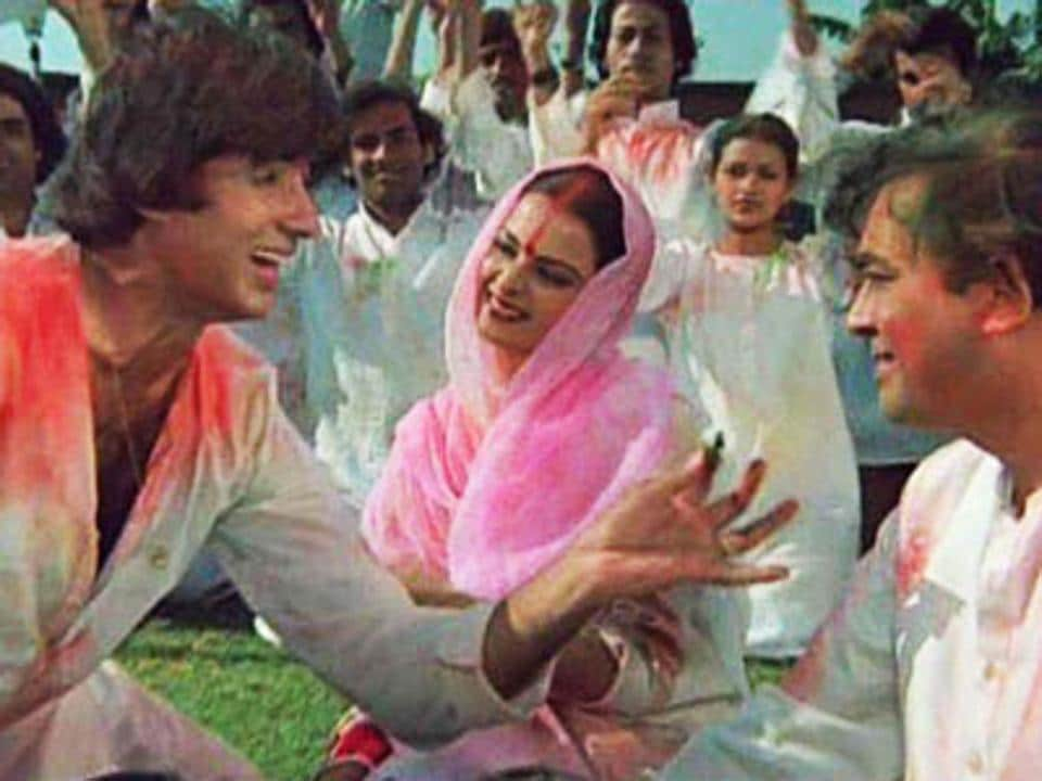 Amitabh Bachchan and Rekha play lovers in the most famous Holi song from Bollywood, Silsila's Rang Barse.