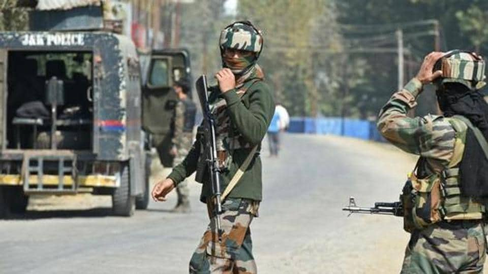 J&K: One terrorist killed in Hajin